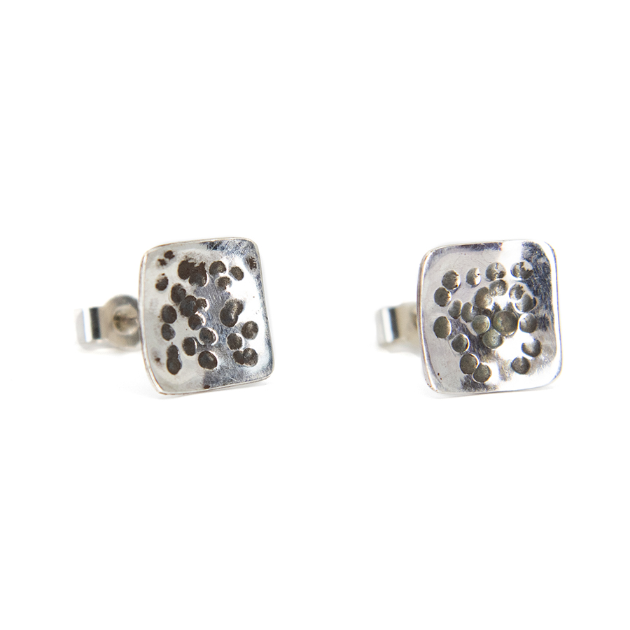 WEB spotty square studs