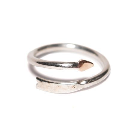 web arrow ring